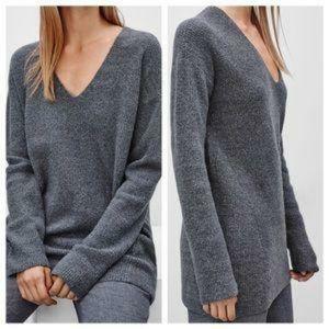 🌸Wilfred🌸 EUC Grey Soft & Cosy Henon Sweater